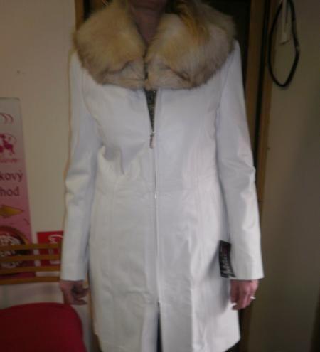 Predám krásny biely úplne nový kožený kabát, veľkosť XL. Bol ...